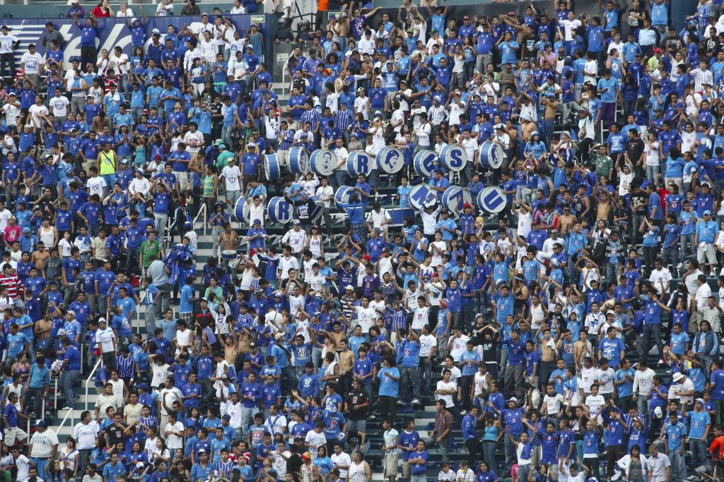 TO-31677. CIUDAD DE MEXICO, MEXICO - AGOSTO 04: Partido de futbol soccer Cruz Azul vs Guadalajara de la Jornada 3 del Torneo Apertura 2012 en el Estadio Azul de la Ciudad de Mexico. (Photo by Edgar Negrete /Clasos.com MEXICO CITY, MEXICO - AUGUST 04: Fans during the match of soccer between Cruz Azul vs Guadalajara as part of the Torneo Apertura 2012 at Azul Stadium on August 04, 2012 in Mexico City, Mexico. (Photo by Edgar Negrete/Clasos.com)